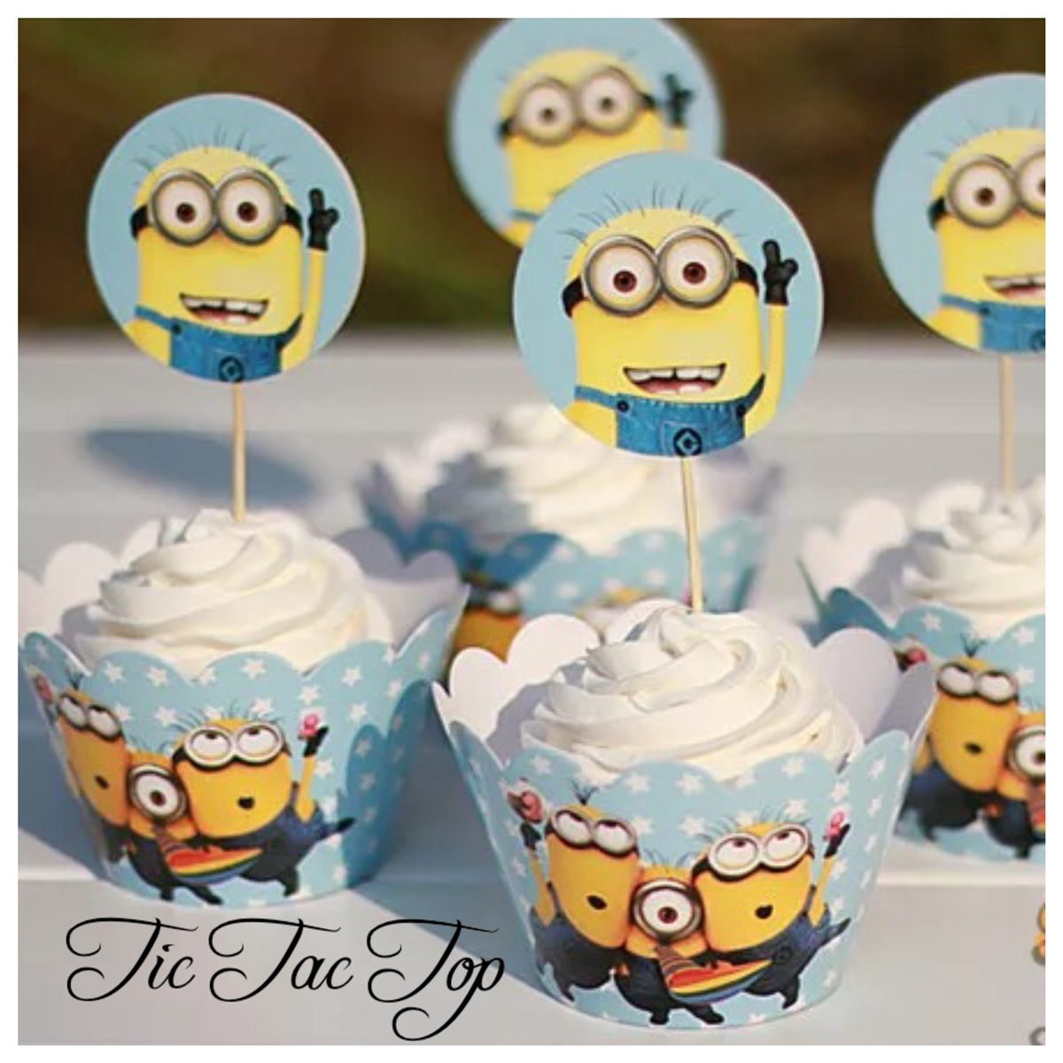 Minions Look up!! Wrappers + Toppers